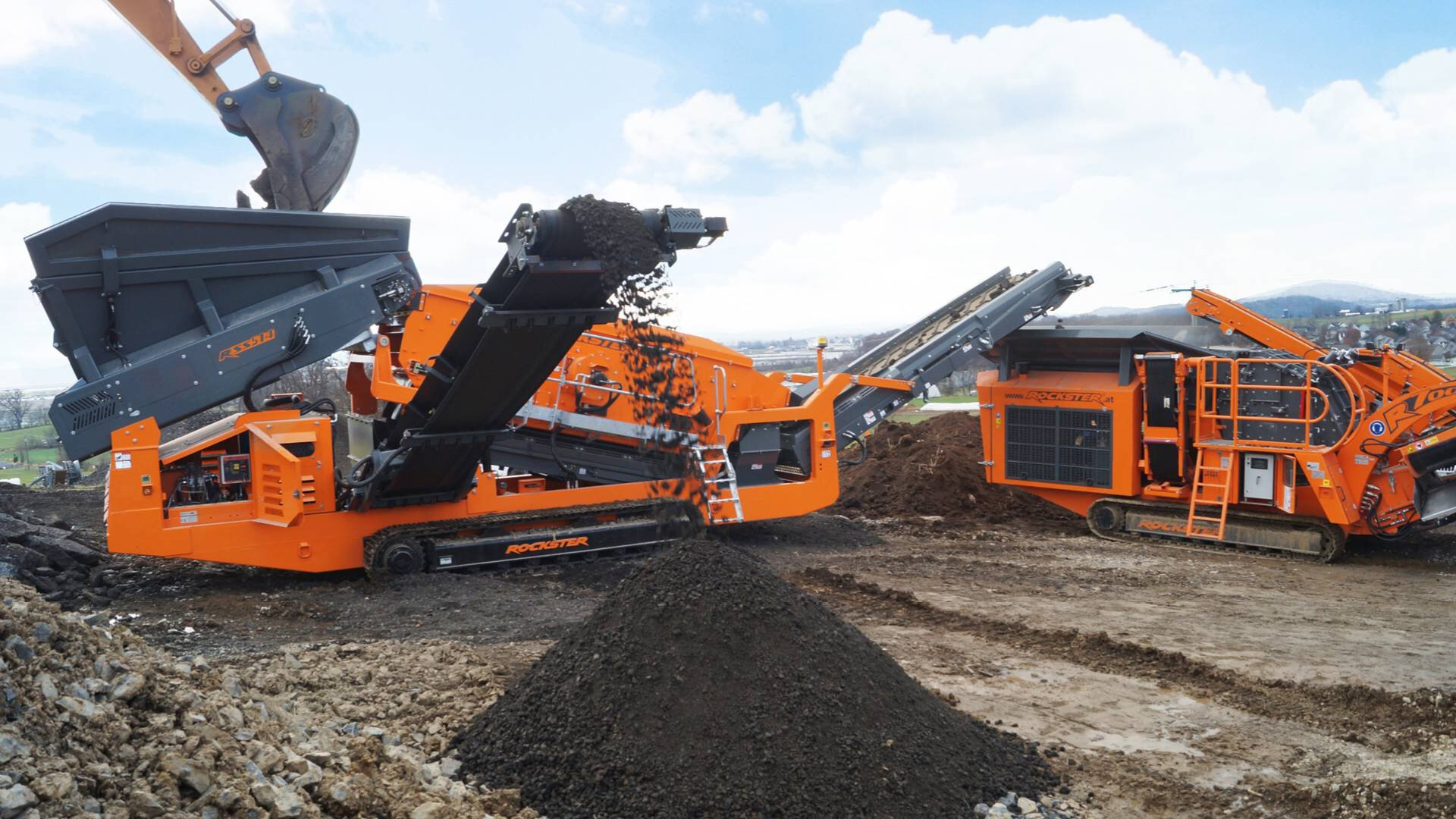 Gallery image 3 - SCALPING SCREEN - high power RSS514 is designed for a wide range of applications such as separating demolition debris, asphalt, concrete, bricks, coal, metal, soil, compost or natural stone.