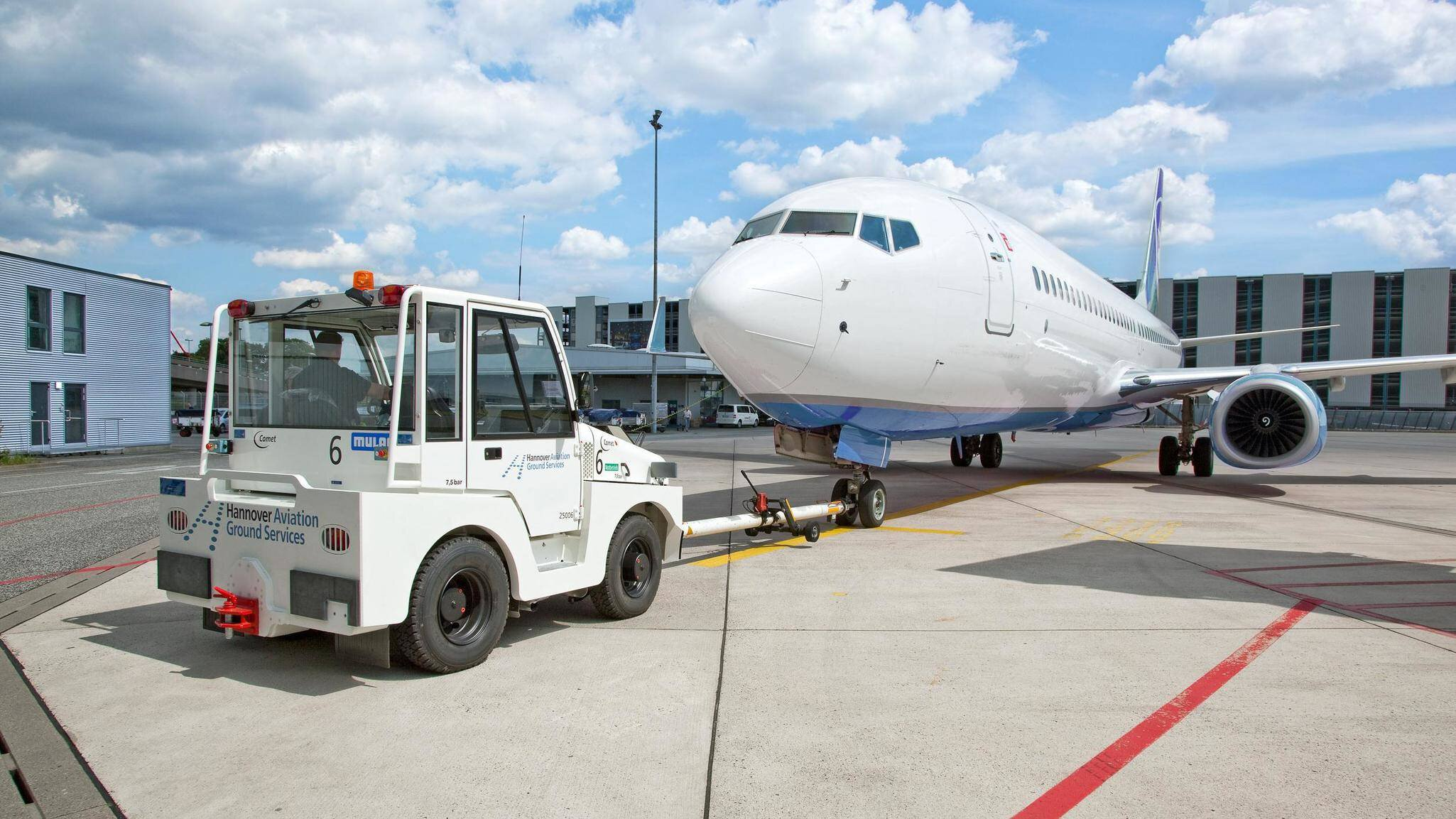 Gallery image 3 - Airport tractor MULAG Comet 12 pushback
