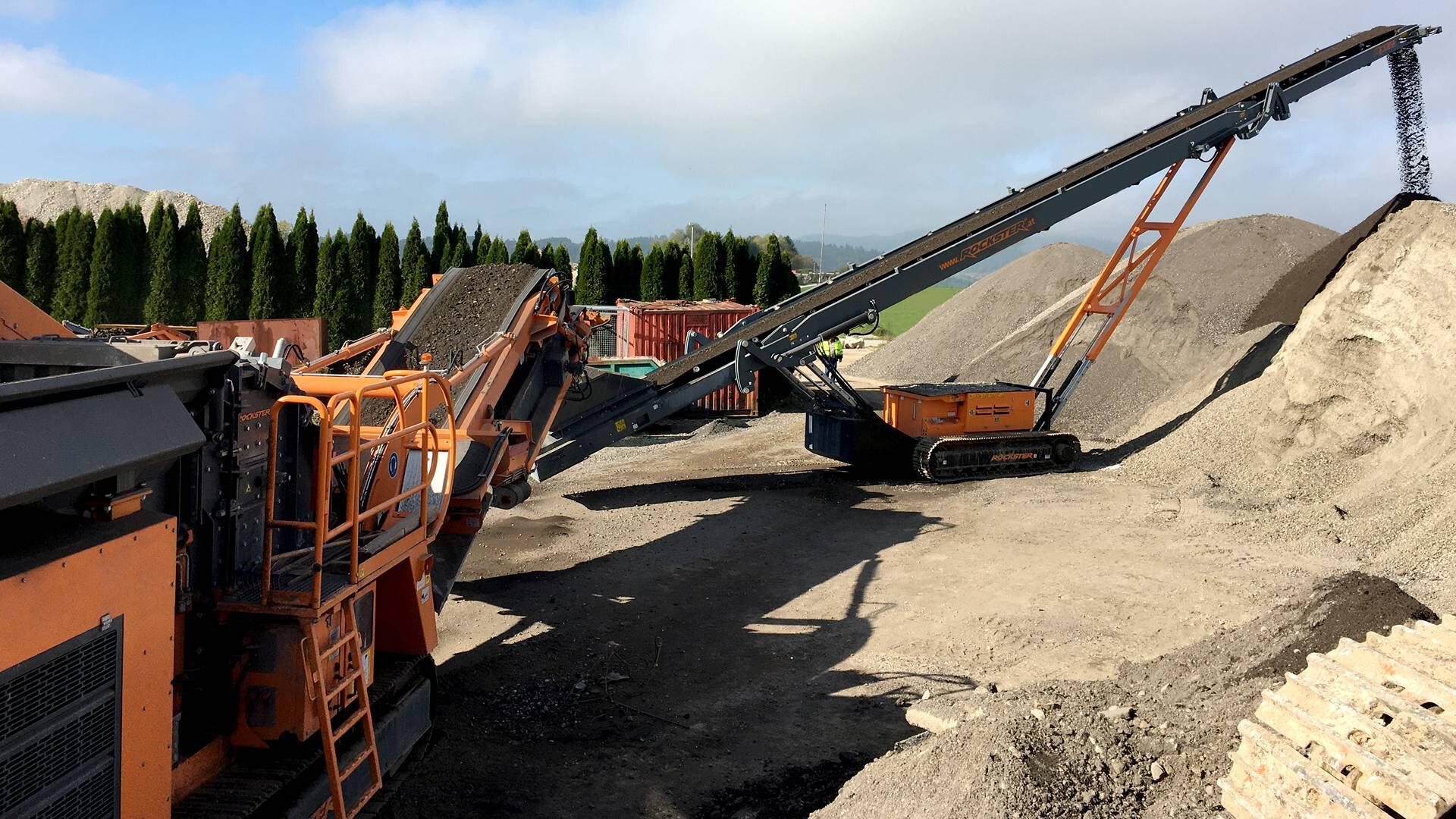 Gallery image 2 - ASPHALT - Rockster R1100S impact crusher & track-mounted RST23 stacker recycling asphalt