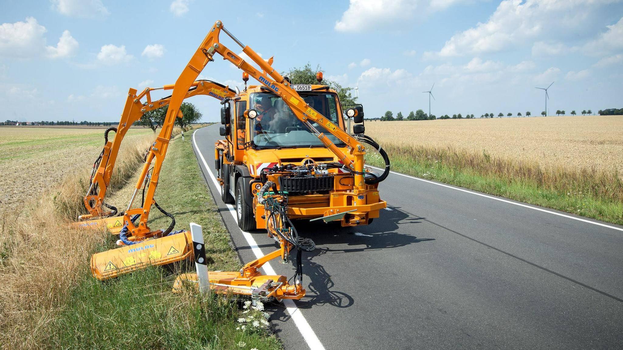 Gallery image 0 - MULAG Triomower mowing combination for Unimog