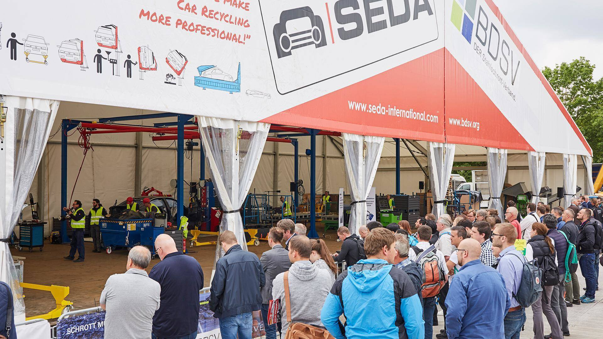 Gallery image 0 - SEDA-Umwelttechnik GmbH and BDSV (federal union of German steel recycling and waste management companies) presented a car recycling live demonstration at the IFAT 2018 show in Munich/Germany.