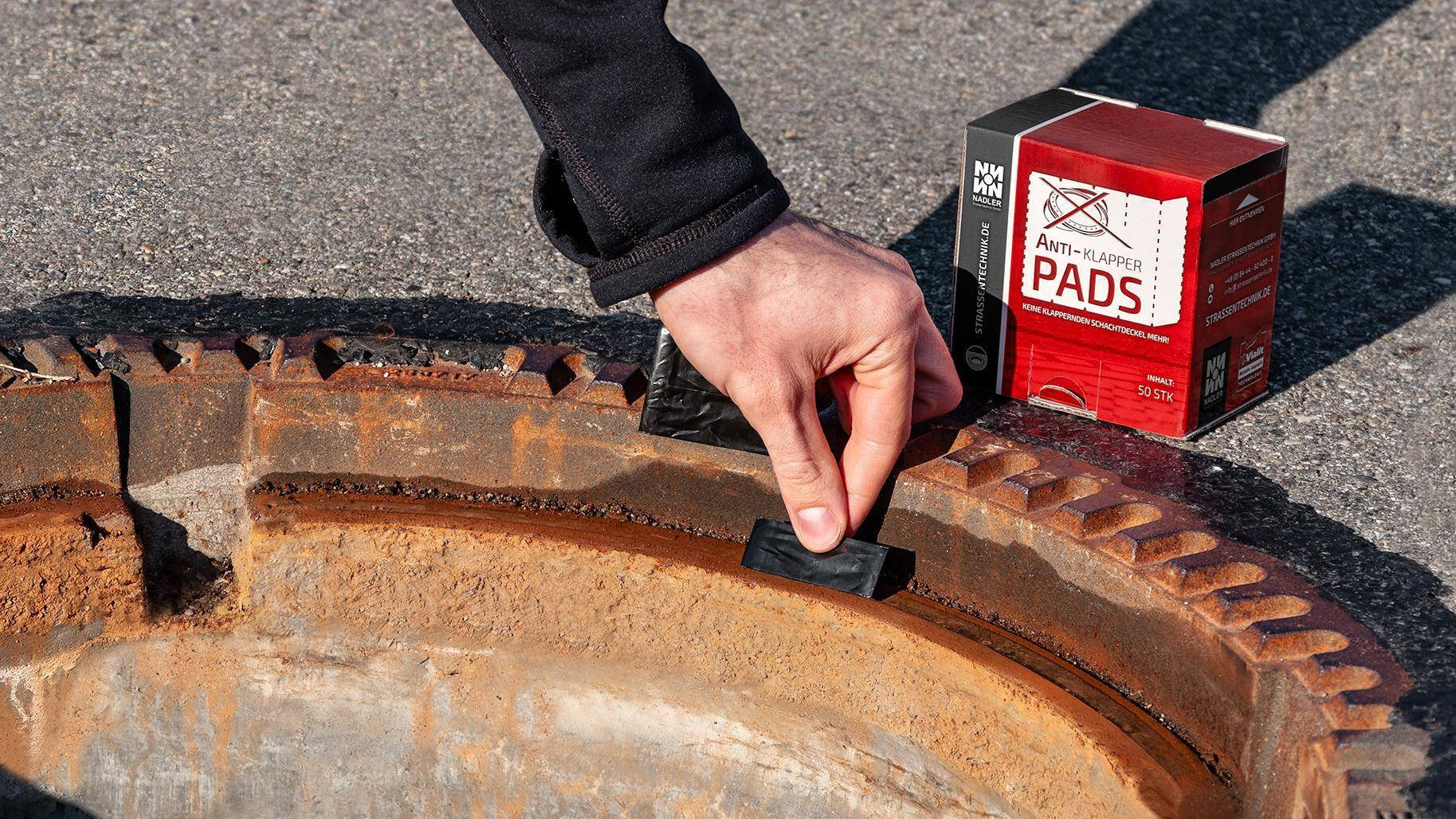 Gallery image 0 - Anti-rattle pads prevent rattling and the associated damage to manholes and hydrants.