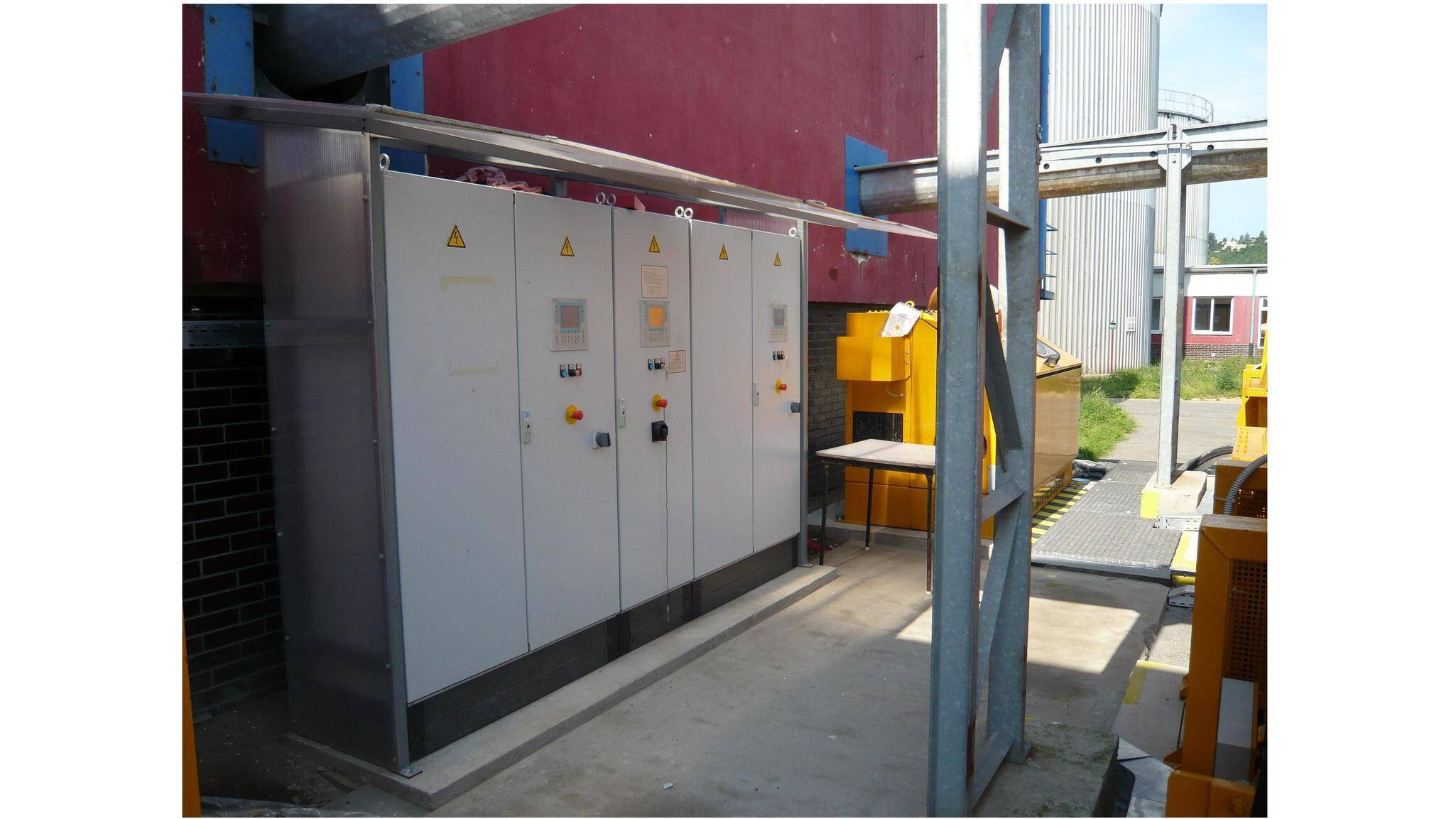 Gallery image 2 - The Putzmeister control cabinets (blackbox unit) include the power and control part for the hydraulic systems.